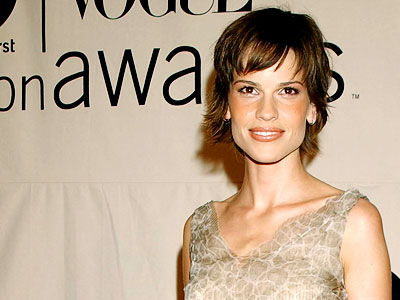 Hilary Swank bangs