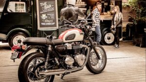 The best retro motorcycle for commuting is the Triumph Bonneville T100
