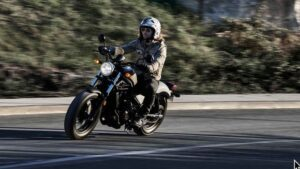 Honda CMX500 Rebel makes an ideal around town commuter