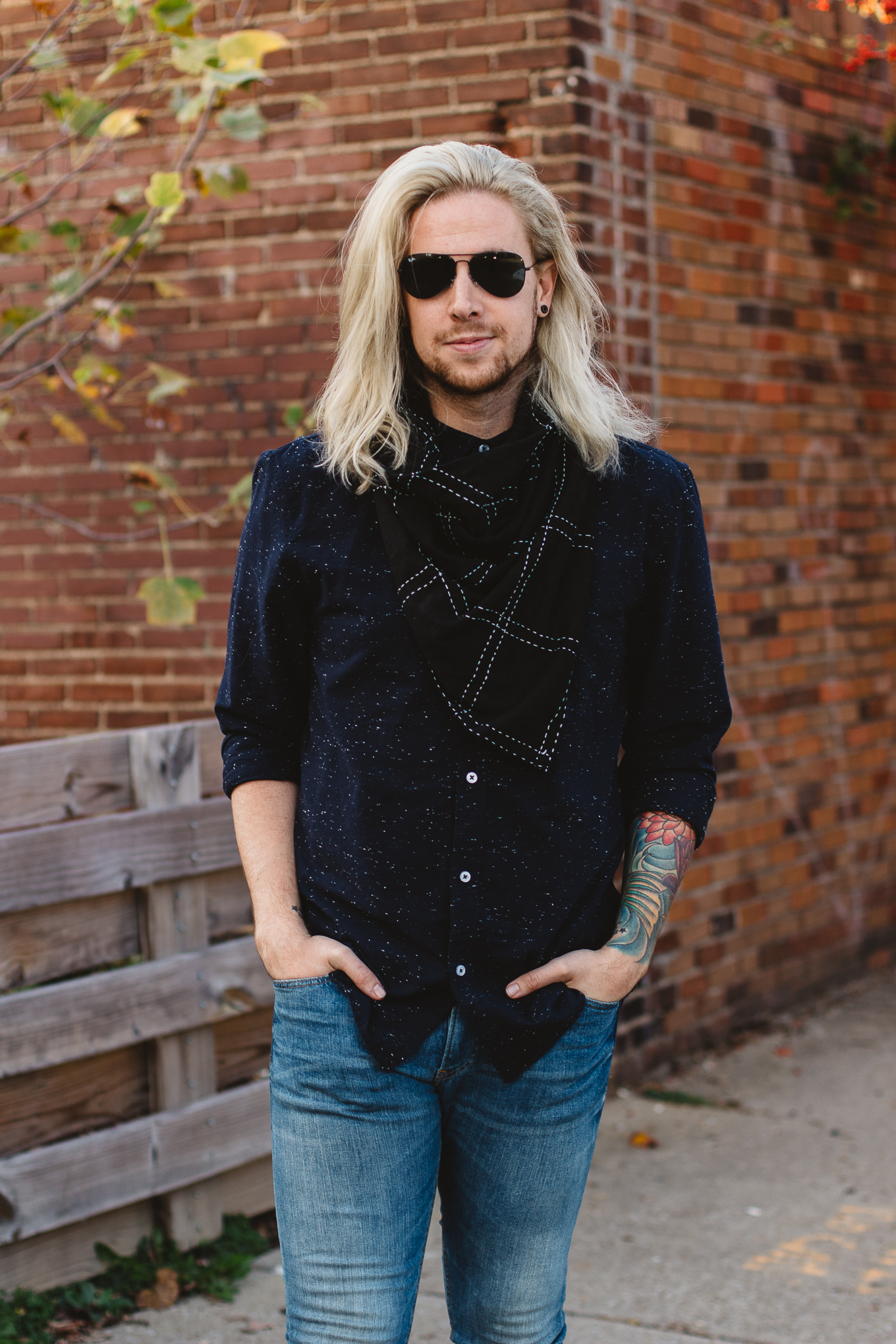 mens hm jeans, frye boots, how to wear a triangle scarf, mens fall clothing, mens life and style blogger