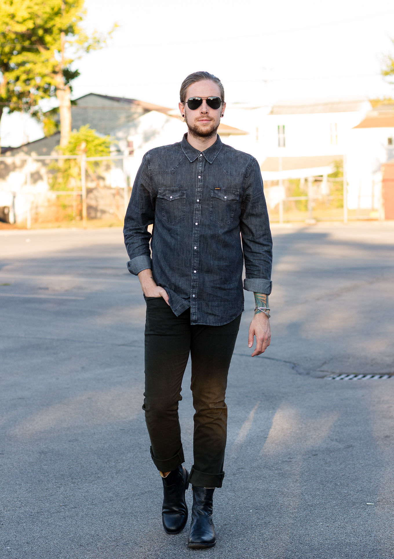 how to wear olive pants, mens olive pants, frye boots, mens fall fashion, mens denim shirt