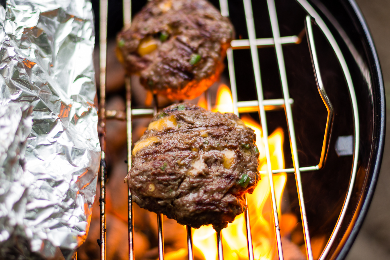 burger recipe, how to grill, nfl, tailgate recipes, how to use charcoal