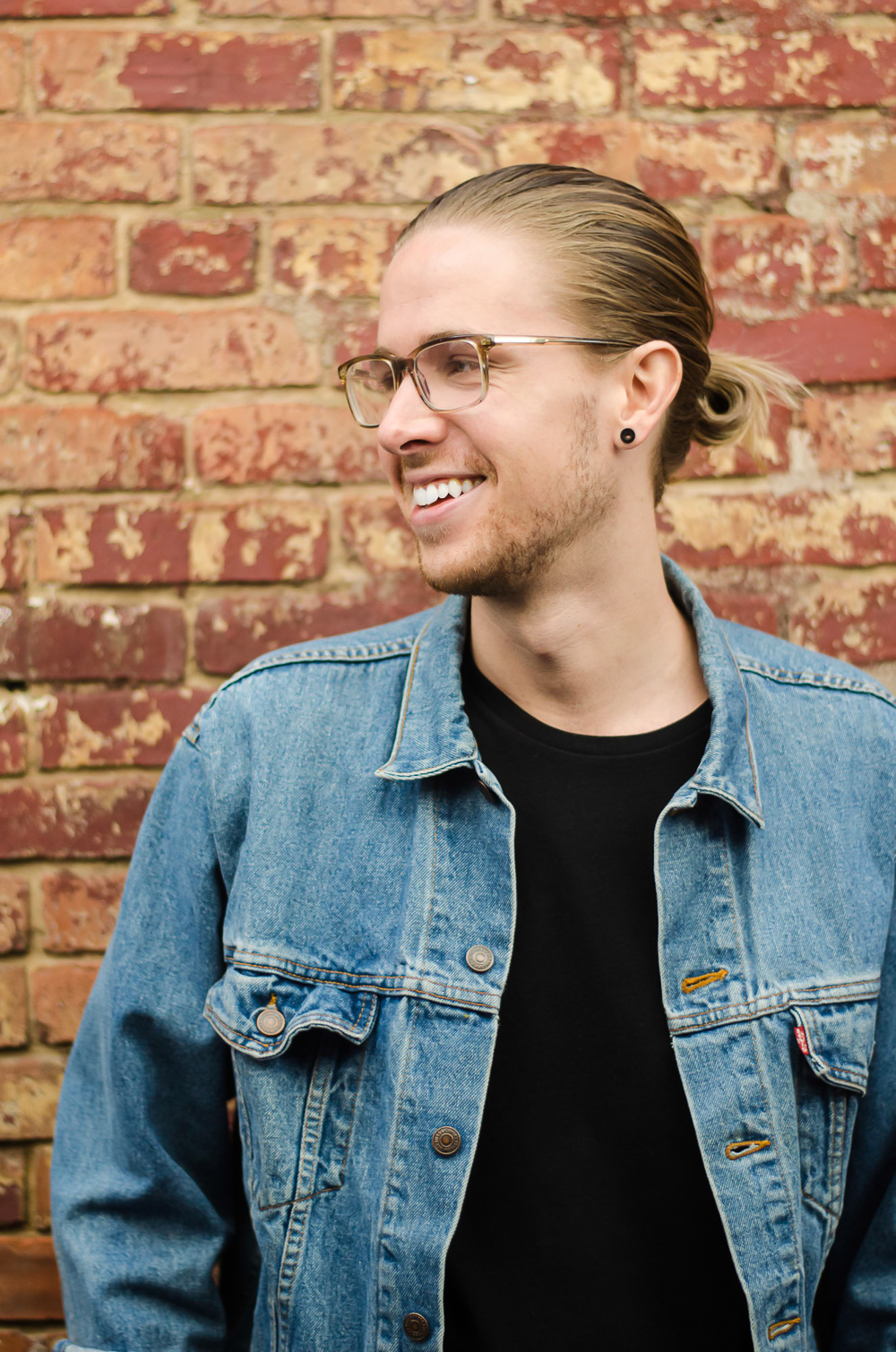 Josh Johnson, The Kentucky Gent and co-founder of Modern Makers Media, is a Louisville, Kentucky based life and style blogger and entrepreneur.