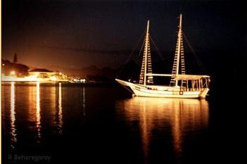 Balade sur un voilier au coucher du soleil