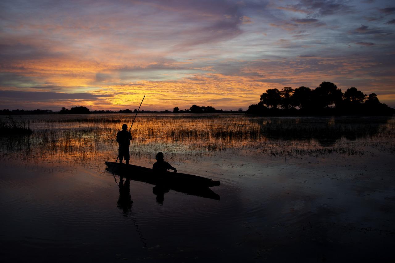 Coucher de soleil sur l'Okavango au Botswana