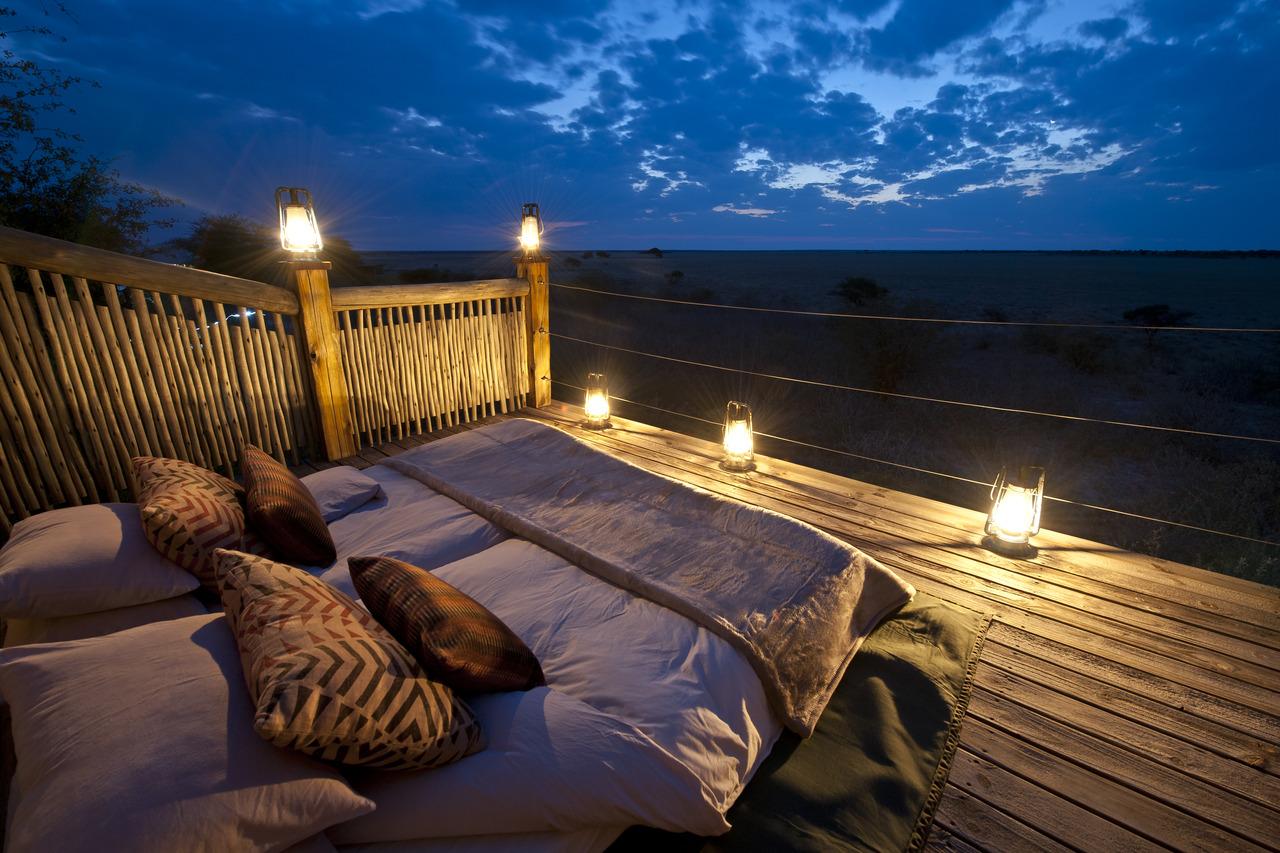 Nuit à la belle étoile au coeur du Kalahari au Botswana