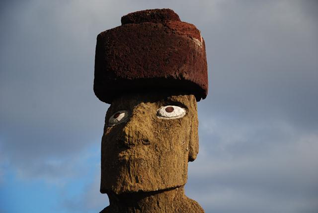 L'unique Moaï de l'île avec ses yeux