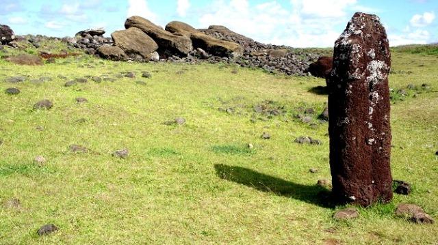 Ahu Vinapu et le seul Moaï féminin de l'île