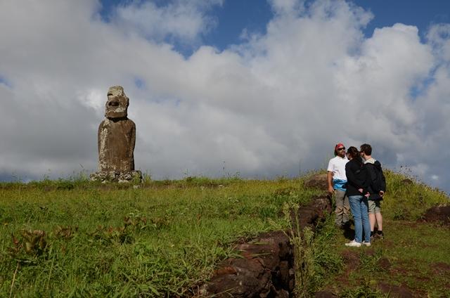 L'unique Moaï à 4 mains de l'île