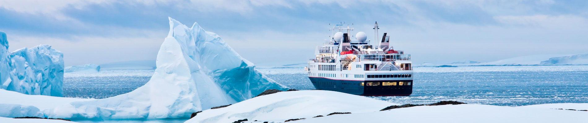antarctique-iceberg-bateau-luxe-st(1)