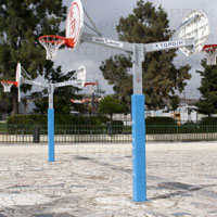 Conjunto completo de basquetebol duplo composto por: poste, tabela, aro e rede