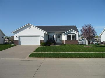 925 Black Bear Bend, North Liberty