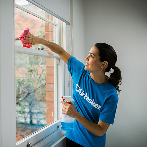 Airtasker Cleaning Blinds