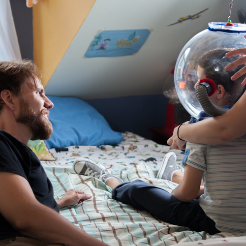 Director micah barber sees star bryce gheisar %28thomas%29 in his space helmet for the first time   photo by lisseth lopez