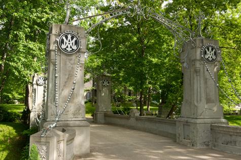 sanctuaire-notre-dame-du-cap-pont-chapelets