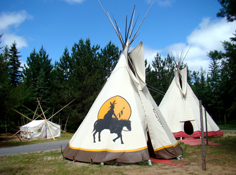 h bergement d exp rience en mauricie yourte tipi refuge tente prospecteur et camion. Black Bedroom Furniture Sets. Home Design Ideas