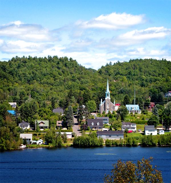 La vue sur le village de Grandes-Piles à partir du Parc Étienne-Bellemare