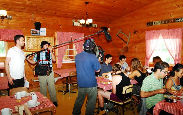 L'équipe de l'émission Australia Today en tournage à la Cabane à sucre chez Dany