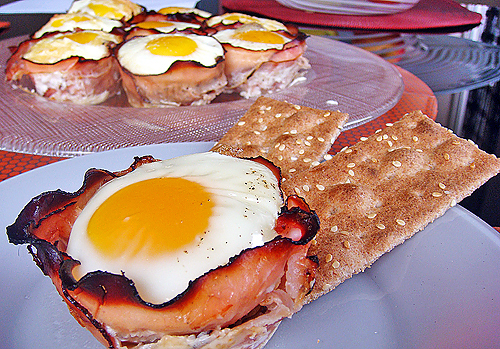 Baked Eggs and Mushrooms in Ham Crisps recipe