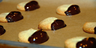 Black_and_white_cookies_medium