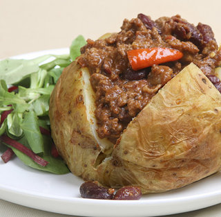 Baked-potato-with-chili_medium