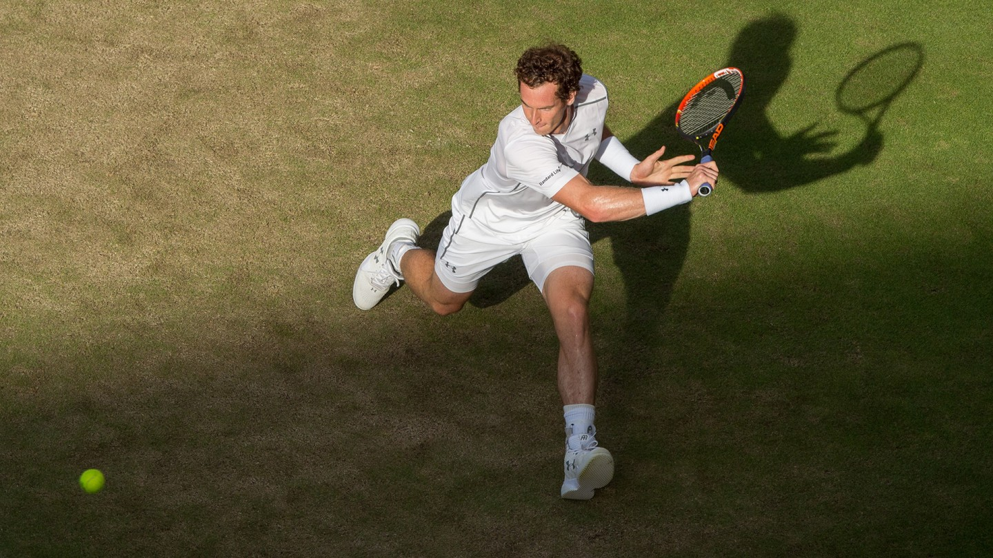 Andy Murray overcame a shoulder problem to beat Italy's Andreas Seppi in four sets on Day 6.