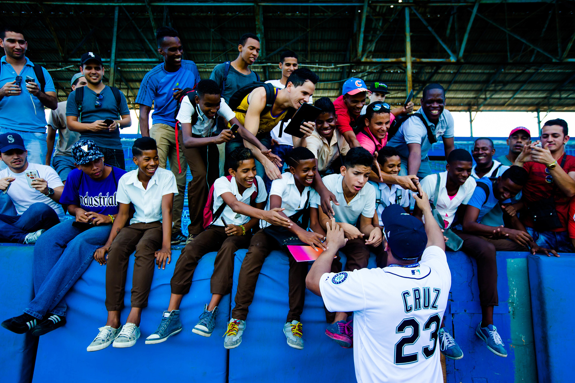 Nelson Cruz takes time to meet some fans.