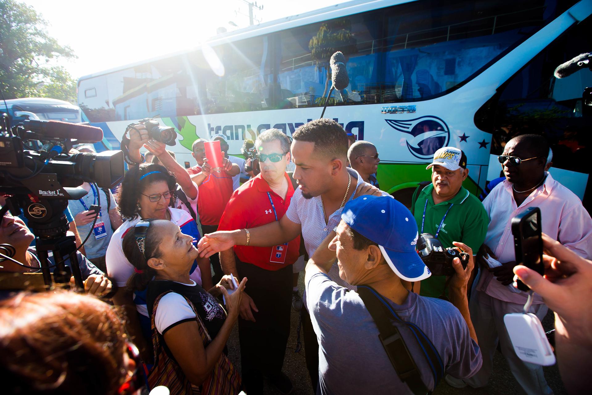 Jose Abreu greets fans.