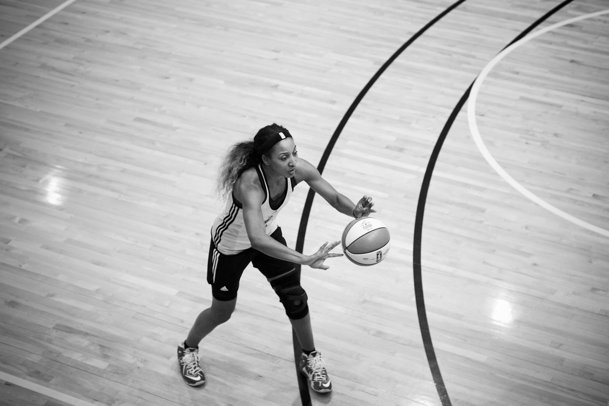 Candice Wiggins passes the ball during practice.
