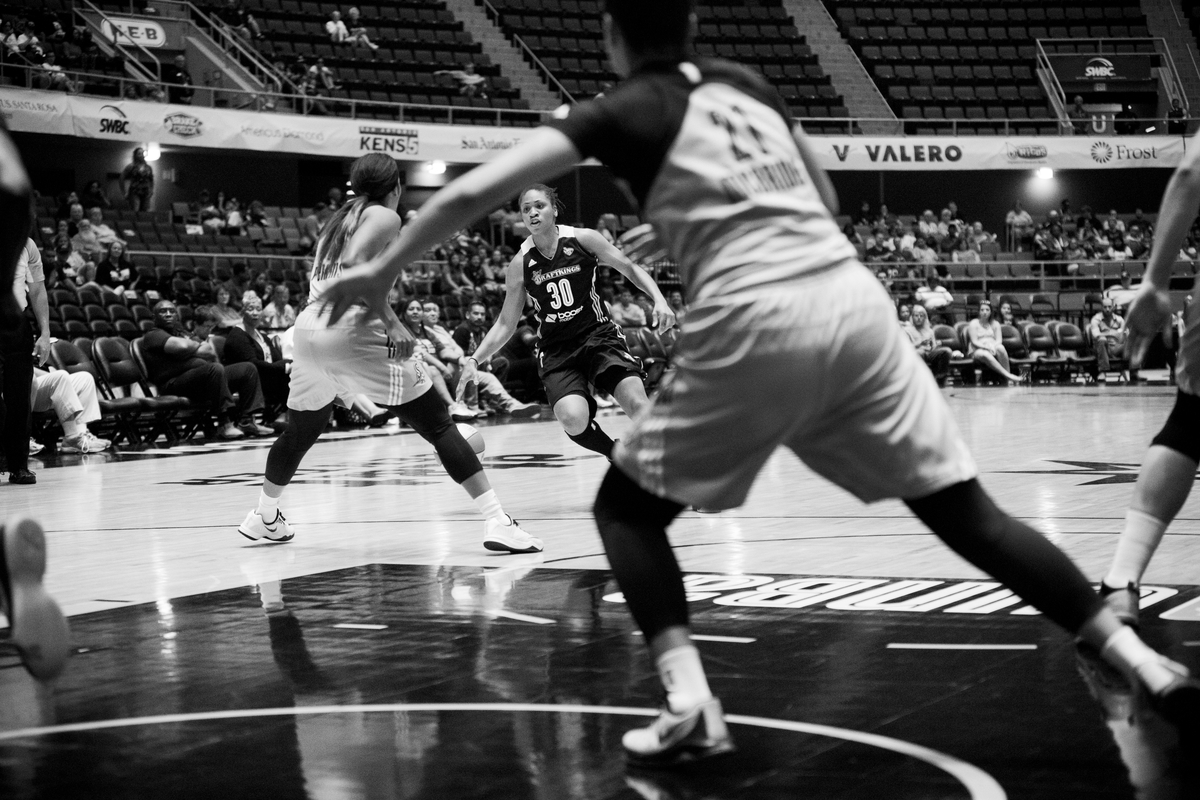 Tanisha Wright dribbles toward the hoop against the Stars.