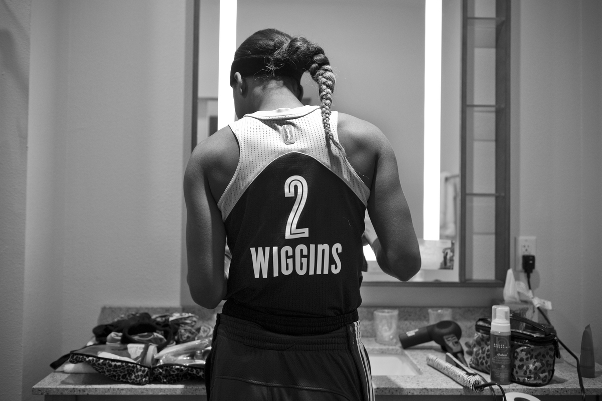 Candice Wiggins prepares for the game against the San Antonio Stars.