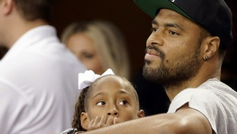 Newly acquired Dallas Mavericks NBA basketball player Tyson Chandler and his daughter Sacha-Marie watch the San Francisco 49ers and the Dallas Cowboys play in the first half of an NFL football game, Sunday, Sept. 7, 2014, in Arlington, Texas. (AP Photo/Tony Gutierrez)