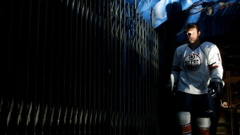 UNIONDALE, NY - NOVEMBER 02:  Patrick O'Sullivan #19 of the Edmonton Oilers leaves the ice after warmups prior to the game against the New York Islanders on November 2, 2009 at Nassau Coliseum in Uniondale, New York.  (Photo by Mike Stobe/NHLI via Getty Images)