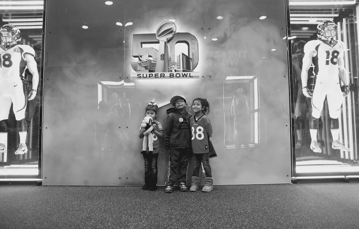 Young fans wait to catch a glimpse of NFL greats