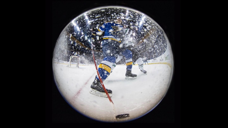 snow globe hockey horz