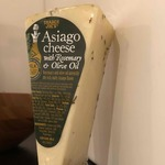 Asiago_cheese_with_rosemary_and_olive_oil