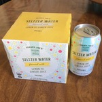 Seltzer_water_flavored_with_lemon_and_ginger