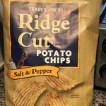 Ridge_cut_potato_chips_salt___pepper