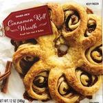 Cinnamon_roll_wreath