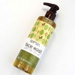 Face_wash_with_tea_tree_oil