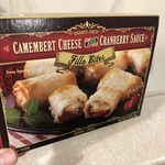 Camembert_cheese_and_cranberry_sauce_fillo_bites