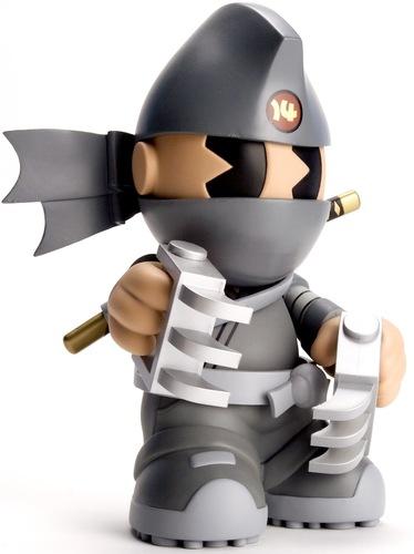 Haiiro_ninja_-_kidrobot_14-huck_gee-kidrobot_mascot-kidrobot-trampt-185m