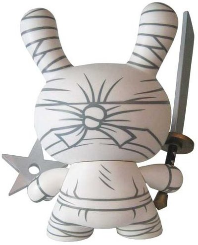 Ninja_-_white-mad-dunny-kidrobot-trampt-339m