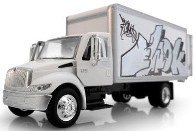Box_truck_-_ewok_5mh-ewok_5mh-box_truck-tyo_toys-trampt-1051m