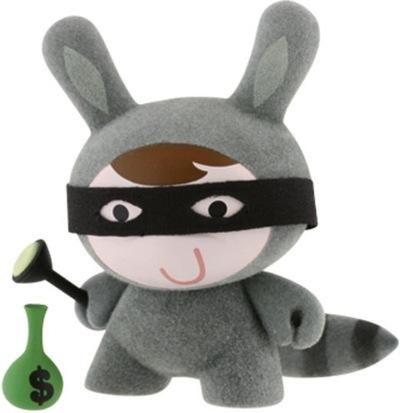 Raccoon-michelle_valigura-dunny-kidrobot-trampt-1212m