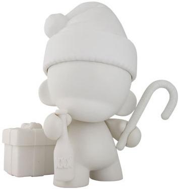 Munny_holiday_edition_-_whitediy-kidrobot-munny-kidrobot-trampt-3612m