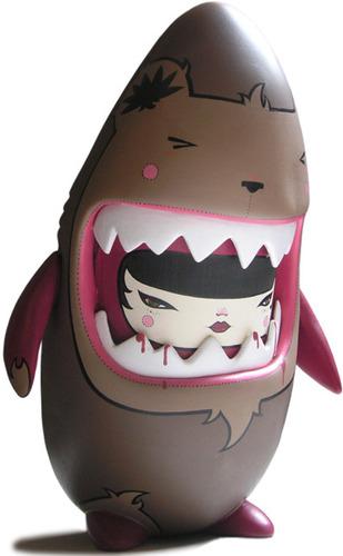 Bear_shark-julie_west-sharky-trampt-4535m