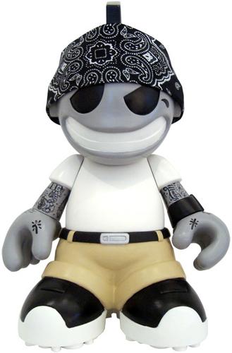 Modern_hero-mad-kidrobot_mascot-trampt-5077m