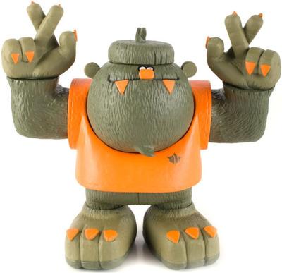 Toobigfoot_-_maharishi-michael_lau-toobigfoot-fingercroxx-trampt-6012m