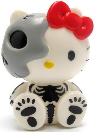 Secret_base_x_hello_kitty_-_white_skull_version-secret_base-hello_kitty-secret_base-trampt-6020m